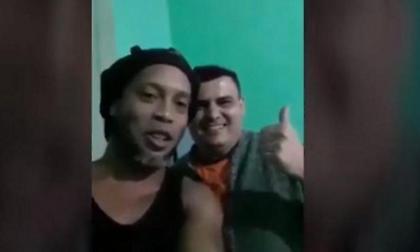 Μάγκας Ροναλντίνιο: Τράβηξε video για να στείλει χαιρετίσματα στην οικογένεια συγκρατούμενου