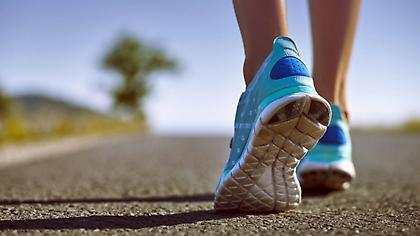 Πόσο πιθανό είναι να κολλήσετε τον COVID-19 από τα παπούτσια σας;