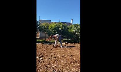 Με τσάπα σε χωράφι προπονείται η Στεφανίδη! (video)
