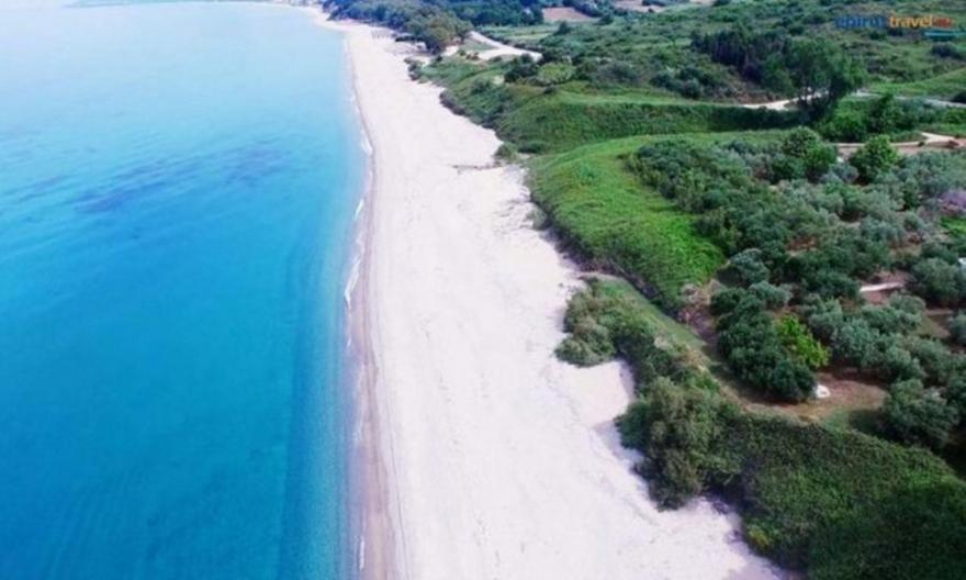 25 km χωρίς συνωστισμό: Η πιο μεγάλη και ασφαλής παραλία της Ευρώπης είναι ελληνική (pics)