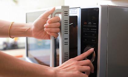 Τροφές που ζεσταίνετε στο φούρνο μικροκυμάτων αλλά δεν πρέπει!