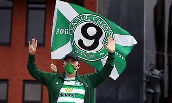 Οπαδός της Σέλτικ εισέβαλε με σημαία στο γήπεδο της Ρέιντζερς! (video)