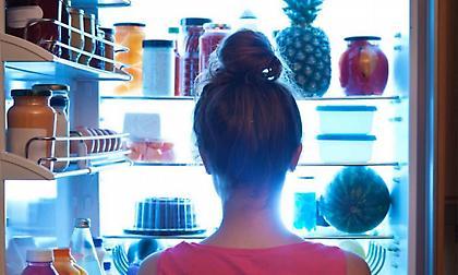 Οι τρεις λόγοι για τους οποίους είναι κακό να τρώμε μετά τις 8 το βράδυ