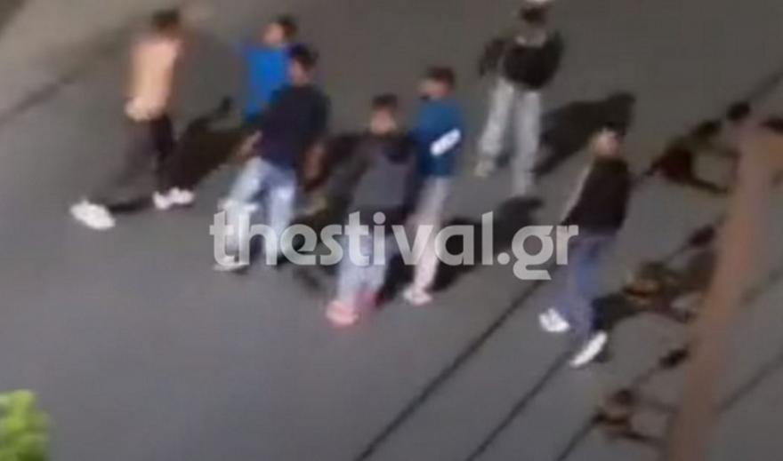 Άγριος ξυλοδαρμός 40χρονου στη Θεσσαλονίκη - Βίντεο ντοκουμέντο