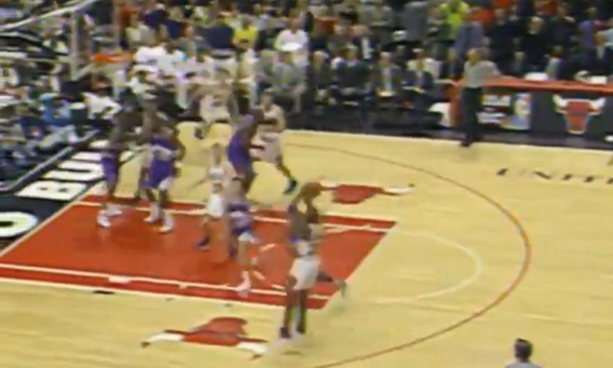 Σαν σήμερα το buzzer beater του Τζόρνταν για το 1-0 στους τελικούς του 1997 (video)