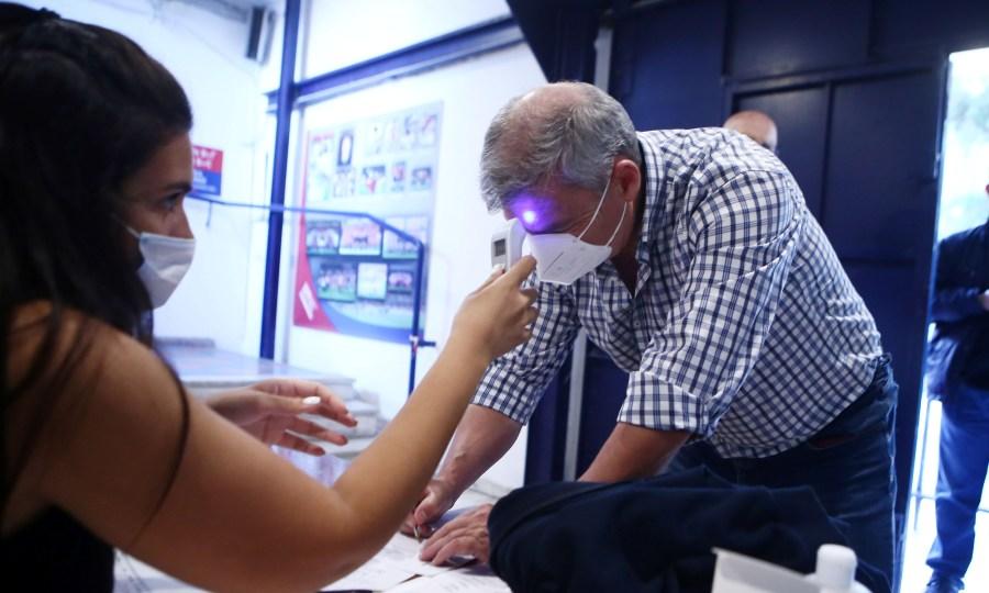 Μάσκες, θερμομέτρηση και... αποστάσεις στη Νέα Σμύρνη (pics)