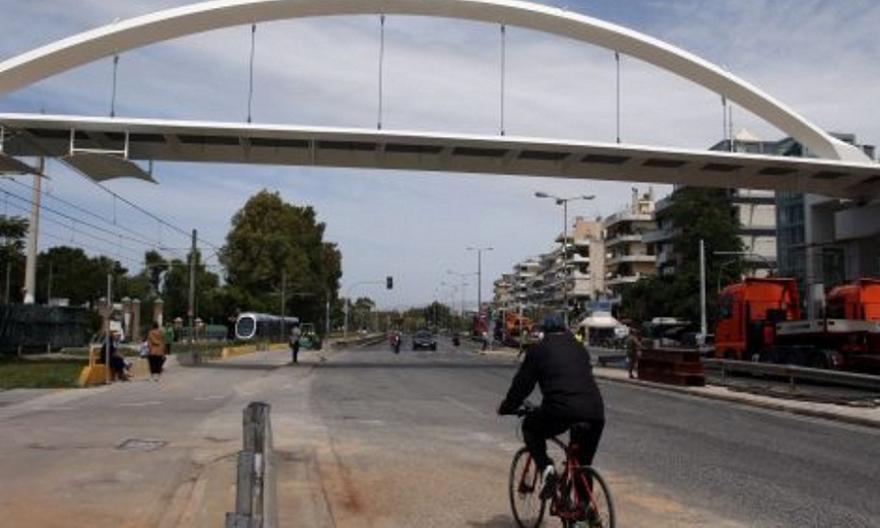 Άλιμος: Ολοκληρώθηκε η τοποθέτηση της πεζογέφυρας στην Ποσειδώνος (pics/vid)