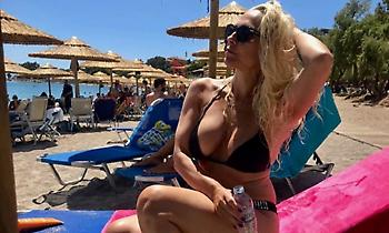 Ζαλίζει με το μπικίνι της η sexy Μιρέλα Μανιάνι (pics)