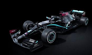 Σε μαύρο χρώμα η Mercedes στο πρωτάθλημα της F1 (pic)