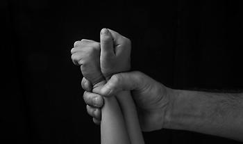 Γερμανία- Σεξουαλική κακοποίηση παιδιών: 30.000 ύποπτες IP - Το προφίλ των δραστών