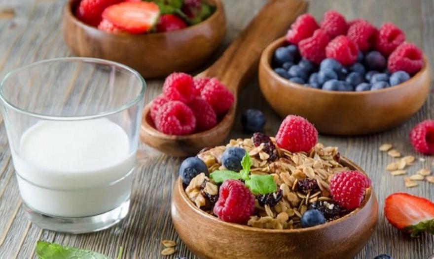 Δέκα υγιεινές τροφές που σε κρατούν υγιή για χρόνια
