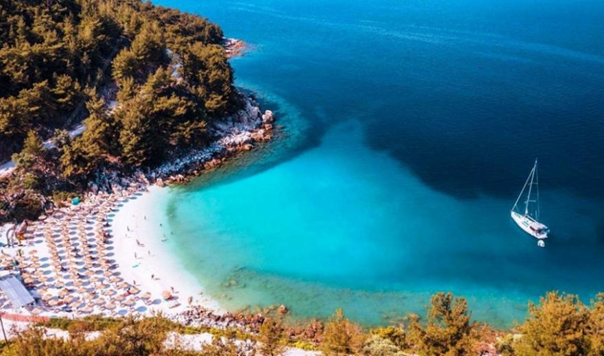 Κατά κύματα οι τουρίστες στην Ελλάδα: Πόσοι έχουν ήδη φτάσει, πώς γίνονται τα τεστ
