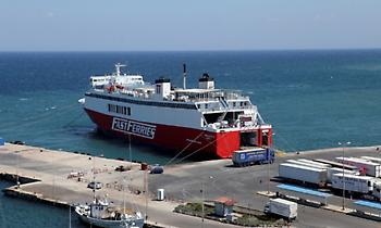 Μηχανική βλάβη στο πλοίο Θεολόγος με 687 επιβάτες - Κατευθύνεται στη Ραφήνα