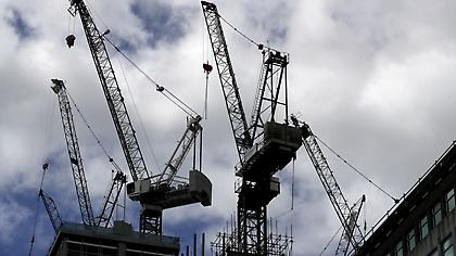 Γερανός στο Λονδίνο έπεσε σε σπίτι παγιδεύοντας ενοίκους