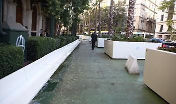 Ξανά καθαρές από συνθήματα οι ζαρντινιέρες του «Μεγάλου Περιπάτου» μετά τα επεισόδια (φωτό)