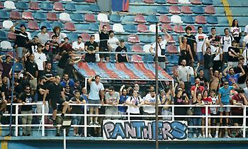 Οπαδοί του Πανιωνίου στην κερκίδα με συνθήματα!
