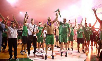 Πανζουρλισμός στη Λεωφόρο για την υποδοχή του πρωταθλητή Παναθηναϊκού (pics)