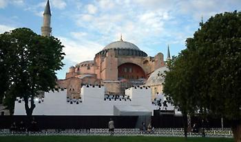 Αγία Σοφία: Η «πολιτική απελπισίας» του Ερντογάν και το αγεφύρωτο χάσμα Ανατολής- Δύσης