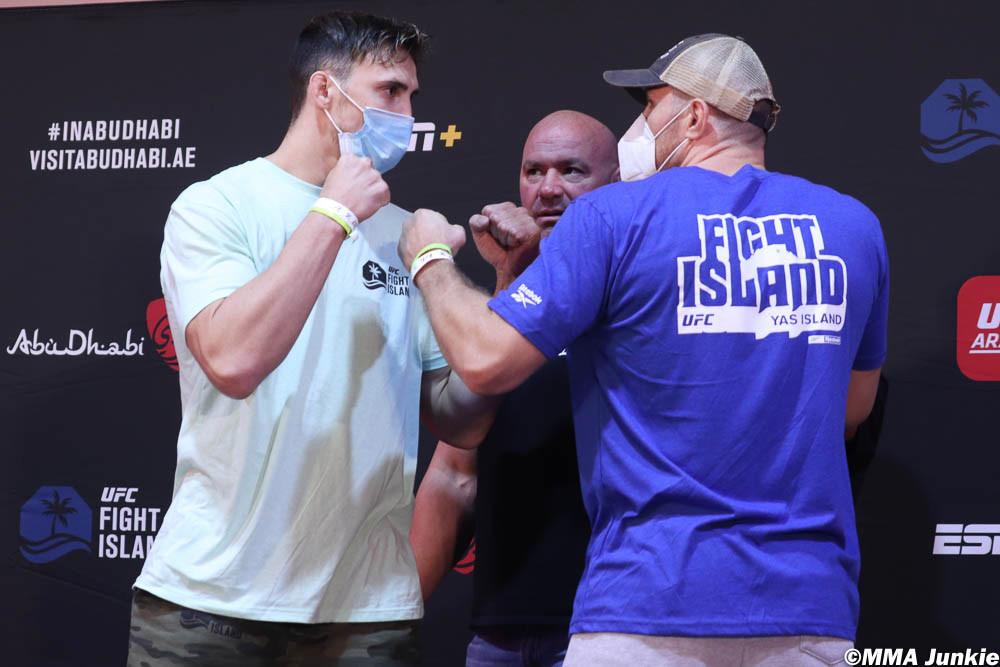 Η ζύγιση του Ανδρέα Μιχαηλίδη πριν τον αγώνα του στο UFC