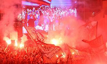 Οι πανηγυρισμοί των οπαδών του Ολυμπιακού από το Bam TV