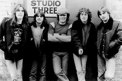 40 χρόνια Back in Black: Το απόλυτο αφιέρωμα στον ΣΠΟΡ FM