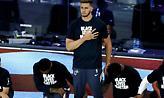 Μέγιερς Λέοναρντ: Όρθιος στον ύμνο με μπλούζα «Black Lives Matter»