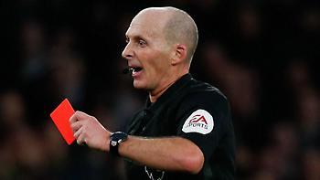 Οδηγία στην Αγγλία: Κόκκινη σε παίκτη που βήχει εσκεμμένα προς διαιτητή ή αντίπαλο