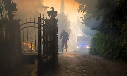 Γαλλία: Εκκενώνονται κάμπινγκ κοντά στη Μασσαλία λόγω φωτιάς