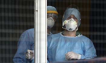 Μεγαλύτερος ο κίνδυνος μετάδοσης κορωνοϊού σε επαγγελματίες υγείας