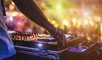 Κορωνοϊός: Λουκέτο σε μπαρ της Χαλκιδικής που τραγουδούσε γνωστός ράπερ