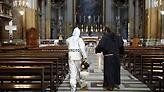 «Παναγία σε… θαλάσσιο ποδήλατο»: Οι απίστευτες ιδέες Ιταλών ιερέων για λιτανείες παρά τον κορωνοιό