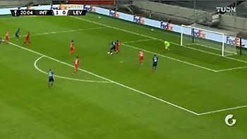 Τους πήρε... παραμάζωμα και σκόραρε για το 2-0 ο Λουκάκου (video)