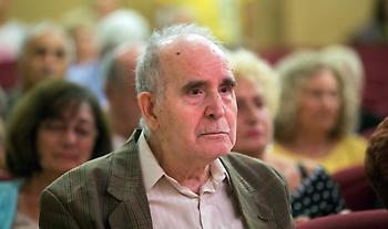 Αντισυμβατικός, αθυρόστομος, αληθινός: Έφυγε ο Ντίνος Χριστιανόπουλος
