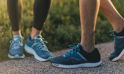 Τι μας προσφέρει η έξτρα τρύπα στα παπούτσια τρεξίματος;