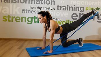 Πώς οι ασκήσεις με λάστιχα γυμναστικής μπορούν να αλλάξουν το σώμα σας