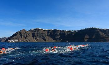 Κολύμβηση στα μαγευτικά νερά του Αιγαίου