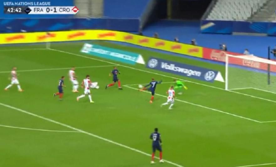 «Έκρυψαν» την μπάλα οι Γάλλοι και την... εμφάνισε στα δίχτυα ο Γκριζμάν (video)