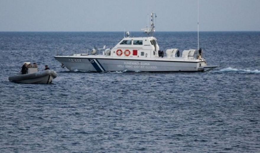 Επιχείρηση στα ανατολικά της Κρήτης για σκάφος που βυθίστηκε