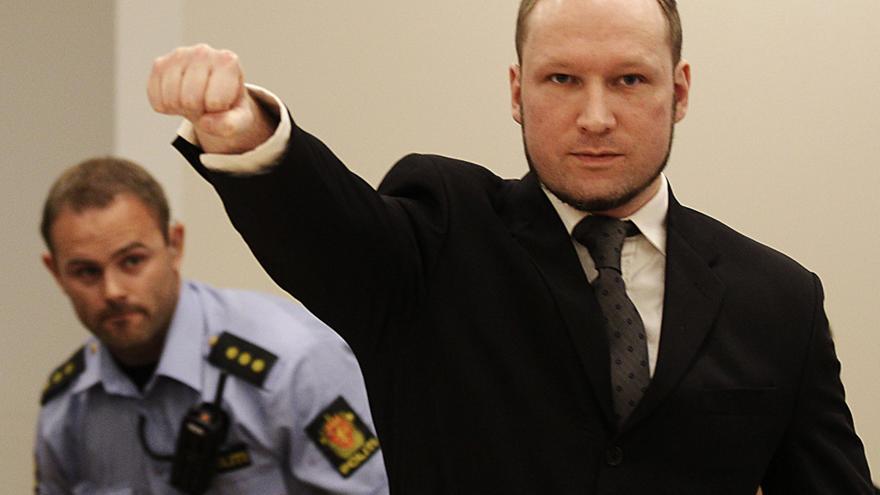Νορβηγία: Αποφυλάκιση υπό όρους επιδιώκει ο κατά συρροήν δολοφόνος Μπράιβικ