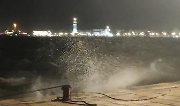 Ιανός: Δύσκολη νύχτα για Ζάκυνθο- Θυελλώδεις άνεμοι, σφοδρή βροχόπτωση και ζημιές