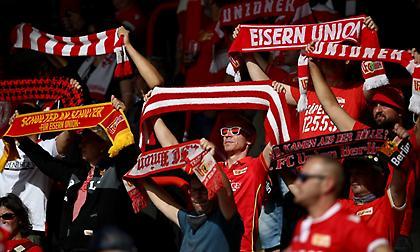 Επέστρεψε ο κόσμος στα γήπεδα της Bundesliga (video/pics)