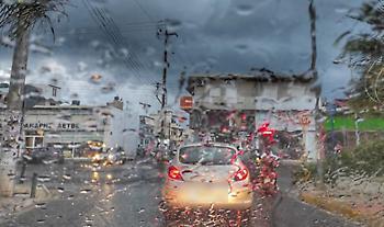 Στο έλεος του Ιανού και η Κρήτη: Κλείνουν διαβάσεις, πλημμύρισαν καταστήματα