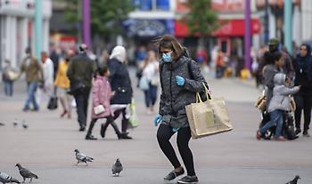 Βρετανία: Πρόστιμο μέχρι 10.000 στερλίνες σε όσους παραβιάζουν τα νέα μέτρα για τον κορωνοϊό