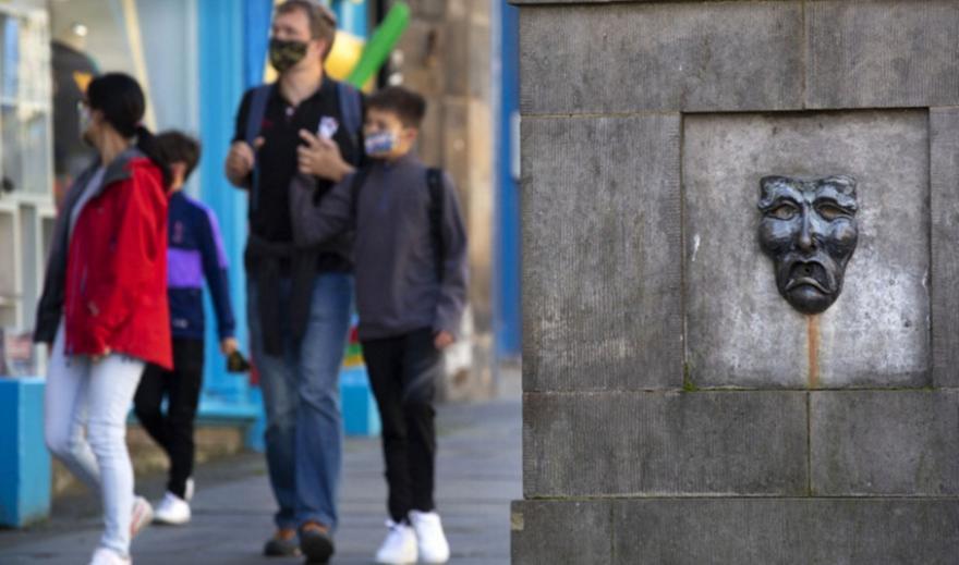 Κορωνοϊός: Απαγόρευση επισκέψεων σε σπίτια αποφάσισε η Σκωτία
