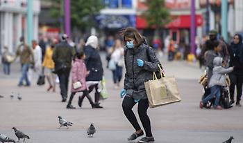Σχεδόν 5.000 τα νέα κρούσματα κορωνοϊού στο Ηνωμένο Βασίλειο