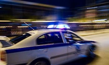 Έφοδος της ΕΛ.ΑΣ στην πλατεία Βαρνάβα στο Παγκράτι, λόγω συνωστισμού