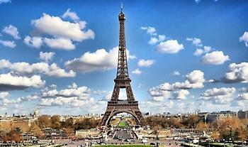Γαλλία: Ανοιξε ο Πύργος του Άιφελ