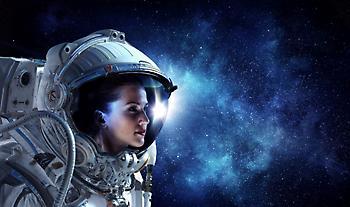 Η NASA ετοιμάζεται να στείλει την πρώτη γυναίκα στο φεγγάρι