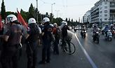 Σύνταγμα: Ένταση με διαδηλωτές που επιχείρησαν να κατευθυνθούν προς τουρκική πρεσβεία
