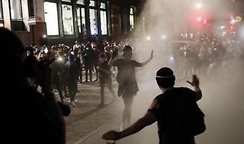 ΗΠΑ: Συγκρούσεις αστυνομίας με διαδηλωτές στο Πόρτλαντ - Περισσότερες από 12 συλλήψεις